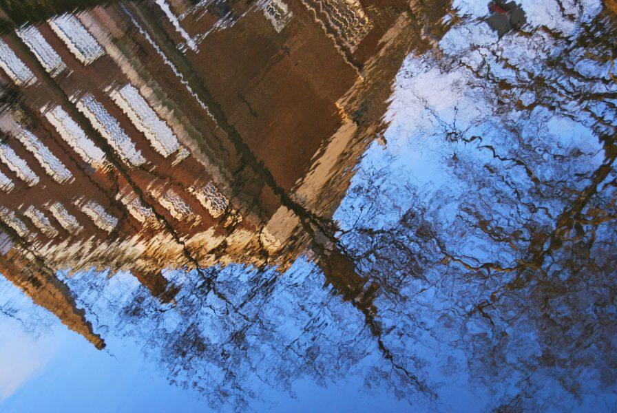 reflectie hoog gebouw